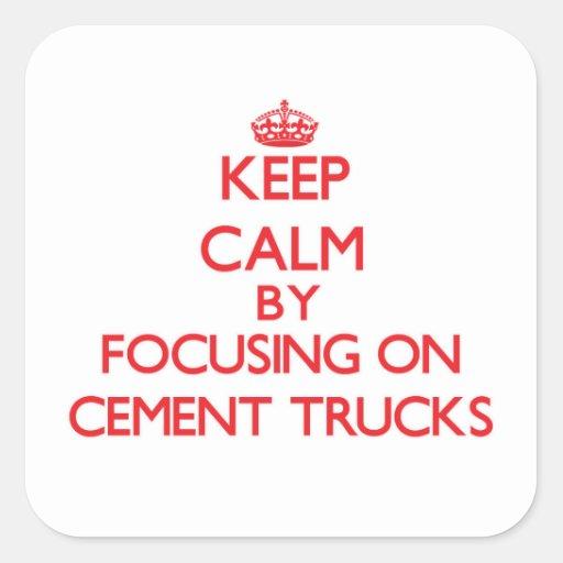 Mantenha a calma focalizando em caminhões do adesivos quadrados
