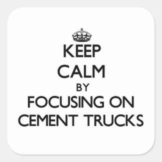 Mantenha a calma focalizando em caminhões do cimen