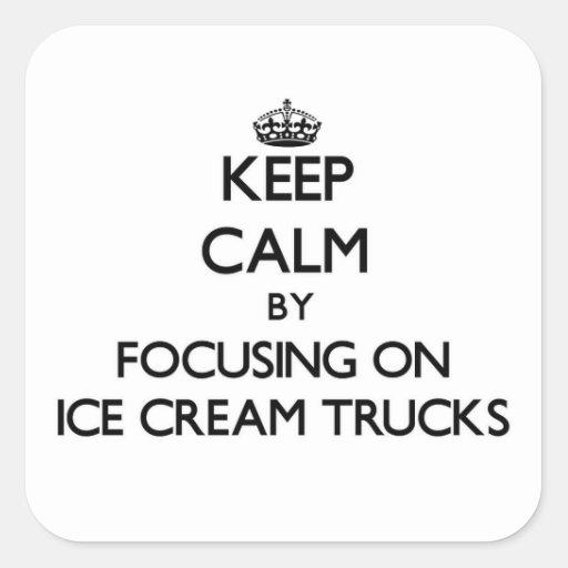 Mantenha a calma focalizando em caminhões do sorve adesivo quadrado