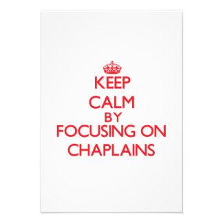 Mantenha a calma focalizando em capelães convites personalizados