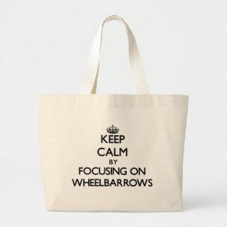 Mantenha a calma focalizando em carrinhos de mão bolsa para compra