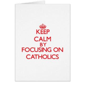 Mantenha a calma focalizando em católicos cartão