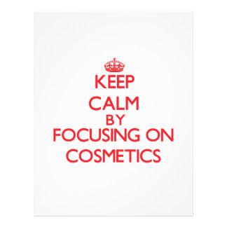 Mantenha a calma focalizando em cosméticos panfleto coloridos