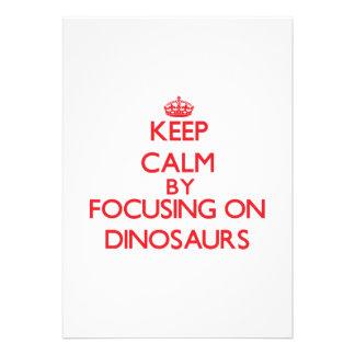 Mantenha a calma focalizando em dinossauros convites personalizado