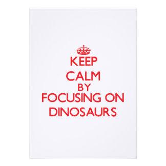 Mantenha a calma focalizando em dinossauros convite personalizado