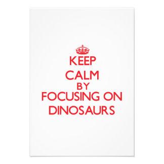Mantenha a calma focalizando em dinossauros convites personalizados