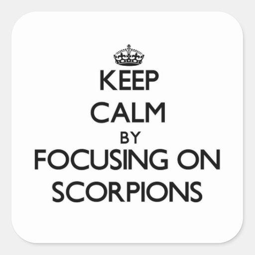 Mantenha a calma focalizando em escorpião adesivo em forma quadrada