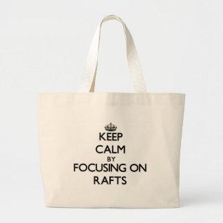 Mantenha a calma focalizando em jangada bolsas