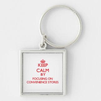 Mantenha a calma focalizando em lojas chaveiros