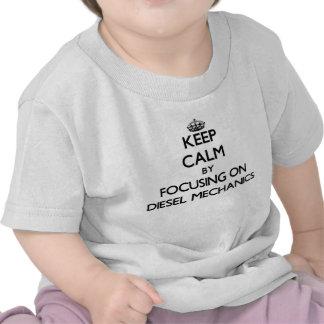 Mantenha a calma focalizando em mecânicos diesel tshirts