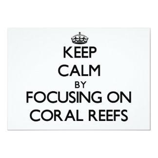 Mantenha a calma focalizando em recifes de corais convite personalizado