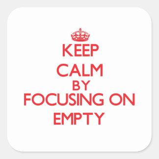 Mantenha a calma focalizando em VAZIO Adesivo Em Forma Quadrada