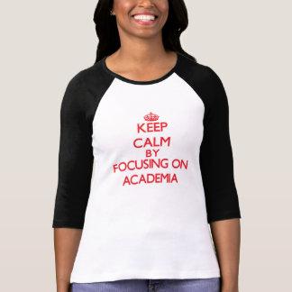 Mantenha a calma focalizando na academia camisetas