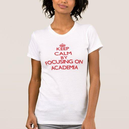 Mantenha a calma focalizando na academia t-shirt