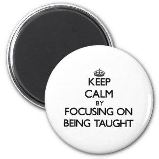 Mantenha a calma focalizando no ensino ima de geladeira