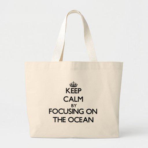 Mantenha a calma focalizando no oceano bolsa para compras