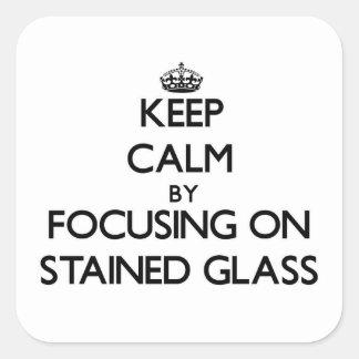 Mantenha a calma focalizando no vitral