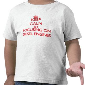 Mantenha a calma focalizando nos motores diesel camiseta