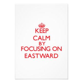 Mantenha a calma focalizando sobre A LESTE Convite Personalizado