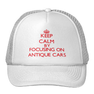 Mantenha a calma focalizando sobre em carros antig bones