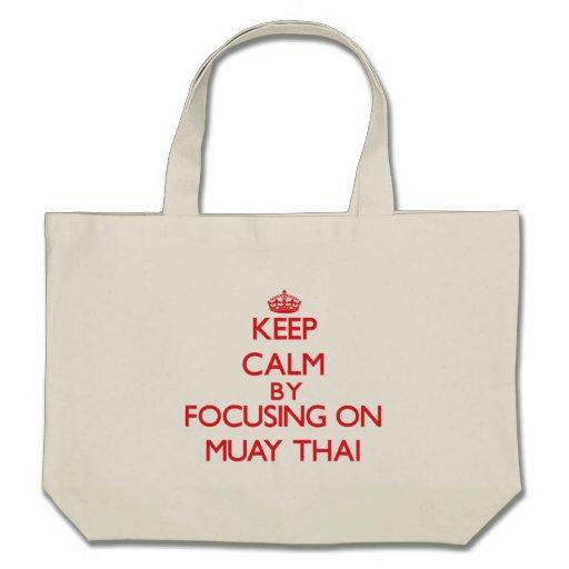 Mantenha a calma focalizando sobre em tailandês de bolsa para compras