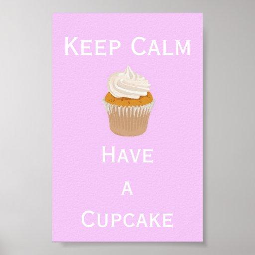 Mantenha a calma para comer um cupcake pôster