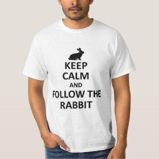 Mantenha a calma para seguir o coelho tshirts