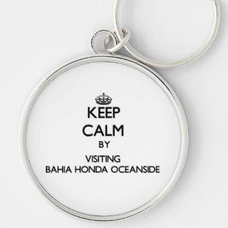 Mantenha a calma pelo perto do oceano de visita de chaveiro