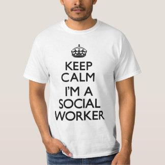 Mantenha a calma que eu sou um assistente social t-shirts
