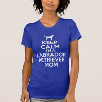 mantenha a calma que eu sou uma mamã de labrador camiseta