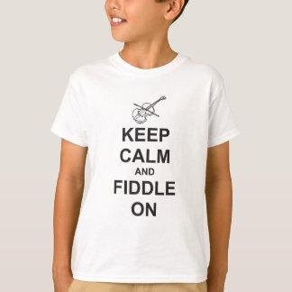 Mantenha a calma & toque violino sobre camiseta