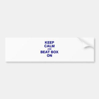 Mantenha caixa calma e da batida sobre adesivo