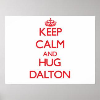 Mantenha calmo e abraço Dalton Pôsteres