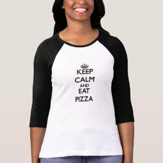 Mantenha calmo e coma a pizza camiseta
