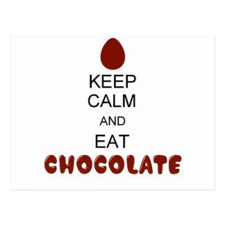 Mantenha calmo e coma o chocolate cartão postal
