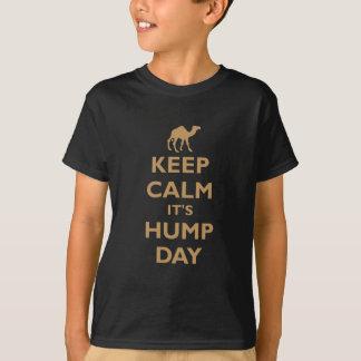 Mantenha calmo ele é dia de corcunda camiseta