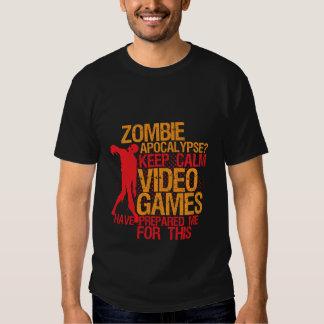 Mantenha o apocalipse engraçado calmo do zombi do tshirt