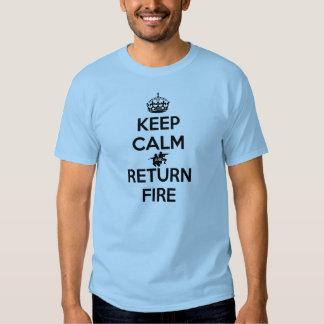 Mantenha o fogo calmo e do retorno camiseta