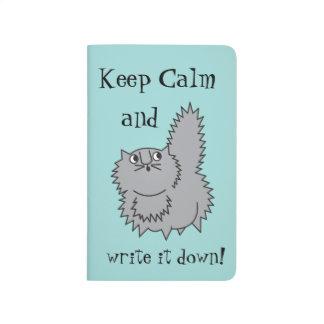 Mantenha o jornal cinzento calmo do gatinho na diário