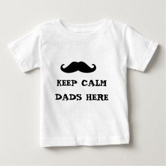 mantenha pais calmos aqui camiseta para bebê