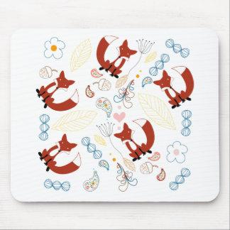 Mão bonito corações tirados do Fox no rosa azul am Mousepads