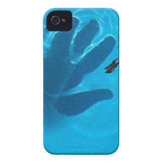 Mão em pool.jpg capas para iPhone 4 Case-Mate
