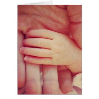 Mão infantil cartão comemorativo
