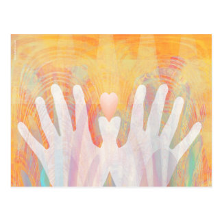 Mãos curas & cartão vibrante do coração