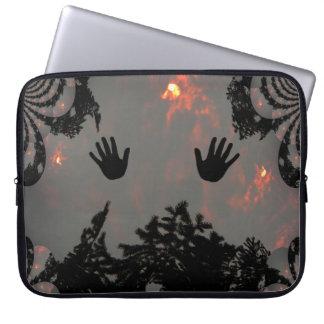 Mãos da dança no céu impetuoso…. sleeve para notebook