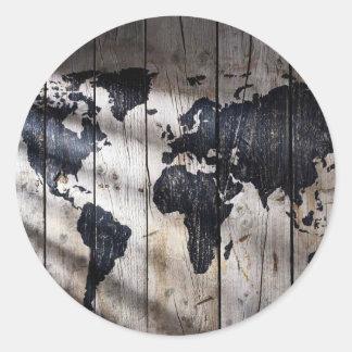 Mapa do mundo na textura de madeira adesivo em formato redondo