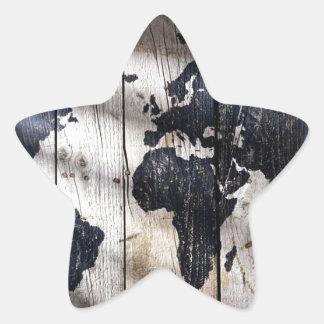 Mapa do mundo na textura de madeira adesivo em forma de estrela