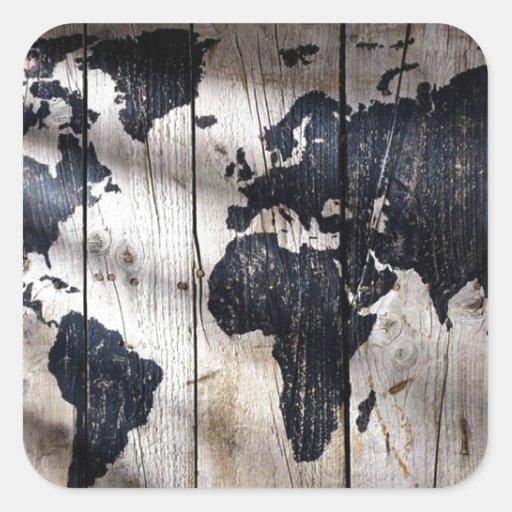 Mapa do mundo na textura de madeira adesivo quadrado