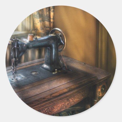 Máquina de costura - a máquina de costura adesivos em formato redondos