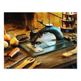 Máquina de costura antiquado convites